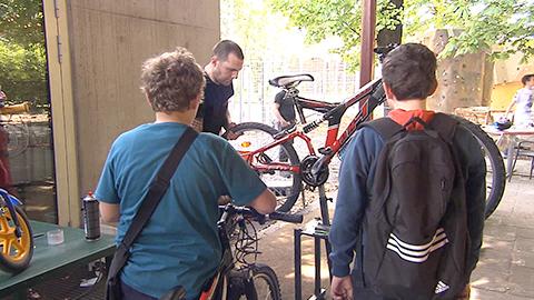 Video: «Tutti in sella grazie all'officina mobile riparazione bici»