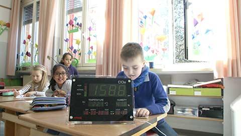 Video: «Aria viziata a scuola. GNews Production»