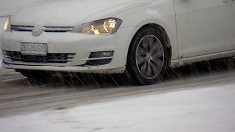 Video: «Pneumatici invernali e catene da neve: quando scatta l'obbligo?»