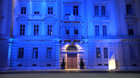 Video: «Giornata autismo, Palazzo Widmann si illumina di blu»