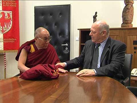 Video: «L Dalai Lama anconta la Jonta provinziela»