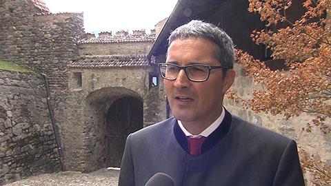 Video: «Landeshauptmann Kompatscher hebt die Wichtigkeit der der Verleihung der Verdientskreuze hervor»