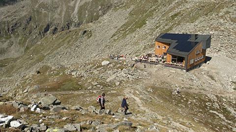 Video: «Edelrauthütte: Ein Edelstein unter den Schutzhütten»