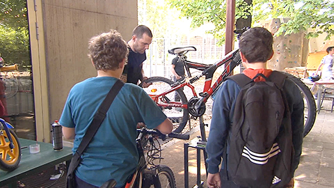 Video: «Fahrtüchtige Räder dank des mobilen Radreparaturservices. GNews Production»