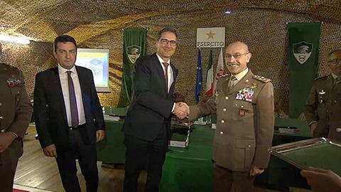 Video: «Kaserne Mercanti in Eppan und ein Militärgrundstück in Bozen gehen an das Land über»