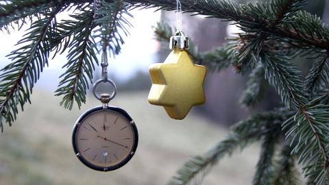 Video: «A Natale regala il tuo tempo! Nessun oggetto, nessun rifiuto! Spot radiofonico. SevenPlus snc, Bolzano.»