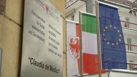 "Video: «Italienische Schule: Neuer Lehrgang ""Social-Media-Marketing"" an der Oberschule Claudia de Medici»"